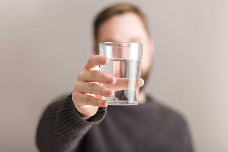 ¿Cuánta agua debes beber? La respuesta no es 2 litros al día