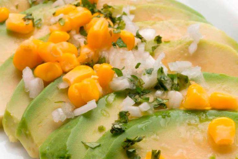 Ensalada de maíz y aguacate