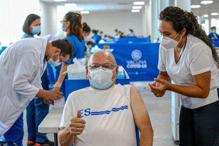 Sube a 6 millones población meta de vacunación en El Salvador