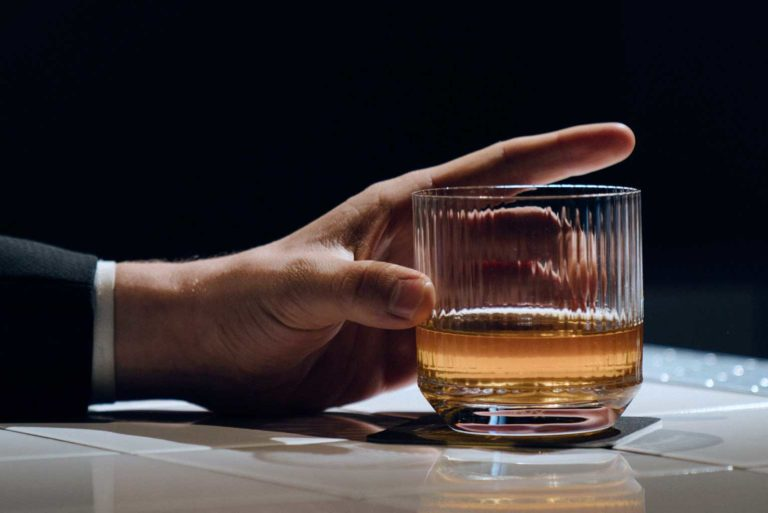 La playlist perfecta para tomar un vaso de whisky